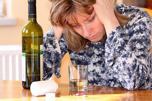 как вылечить алкоголизм у женщины